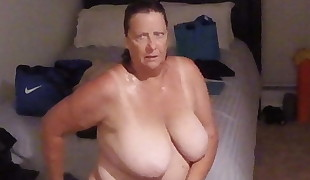 SPY ON GRANNY AFTER SHOWER BBW Phat  ESPIANDO ABUELA
