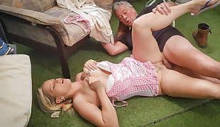 HAUSFRAU FICKEN - Blond German wifey cheats on husband